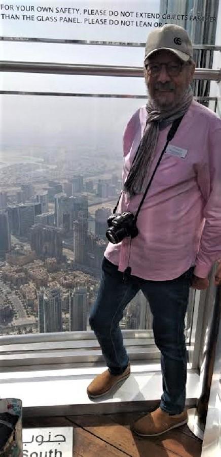 J. M. Pagador, haciendo un reportaje en el Burj Khalifa de Dubai en 2020. PROPRONews