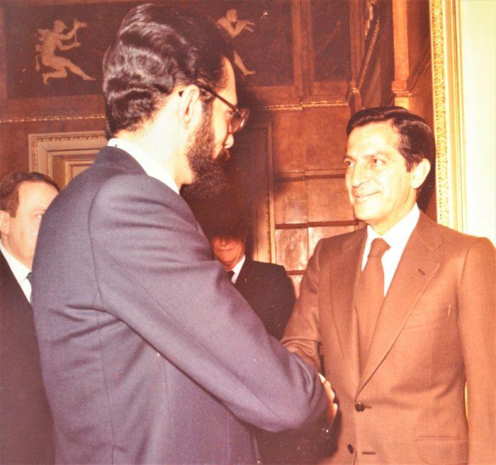 Larga trayectoria de un periodista experimentado. Aquí, con Adolfo Suárez, recién elegido presidente en La Moncloa. PROPRONews
