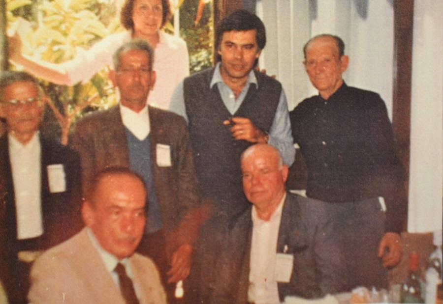 Primera visita de Felipe González a Extremadura como líder del PSOE. Mi padre viste traje y corbata. ARCHIVO J.M. PAGADOR