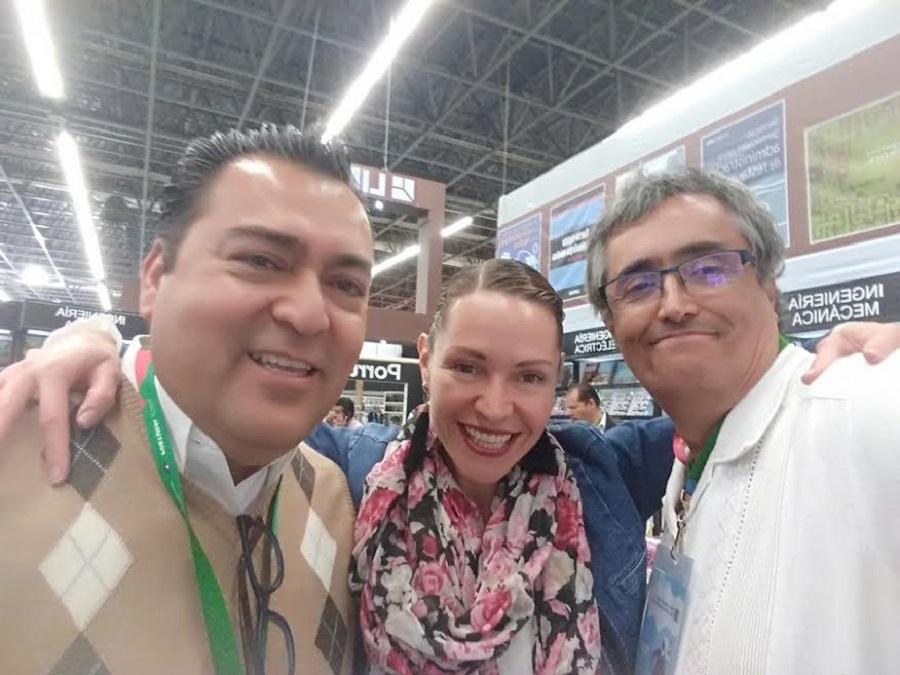 Con la Dirección de la FIL de Guadalajara (México).