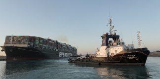 El Ever Given ya navega libremente por el canal, hacia la salida al Mediterráneo. RTVE