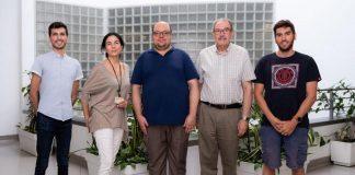 El menguado equipo que acaricia ya la vacuna anticovid española. El doctor Larraga, el director, es el segundo por la derecha.