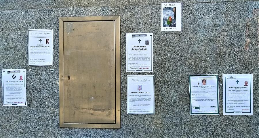 Esquelas en una calle del País Vasco. Cada muerte, al margen de su causa, es una tragedia. J.M. PAGADOR