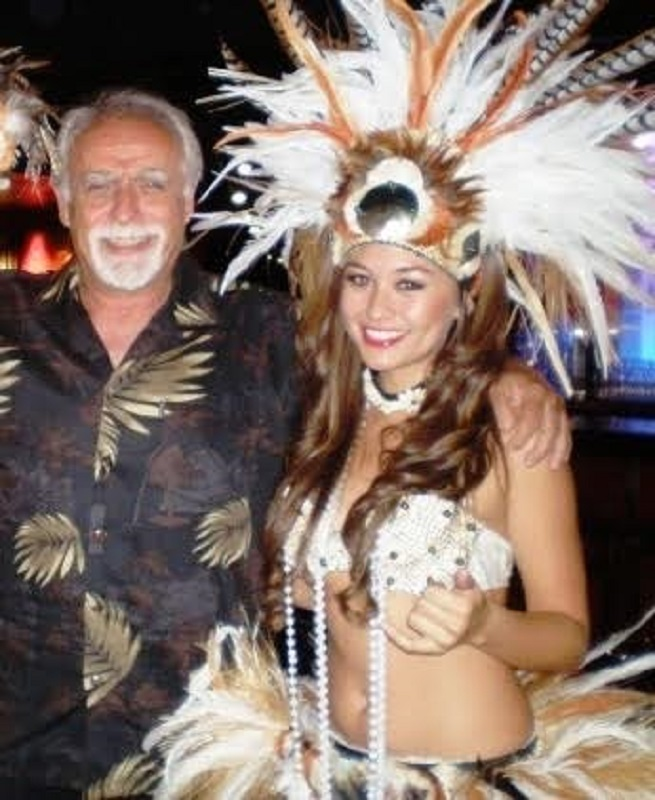 J. M. Villafaina en las fiestas ancestrales de las islas Hawái, que han inspirado a carnavales de todo el mundo.