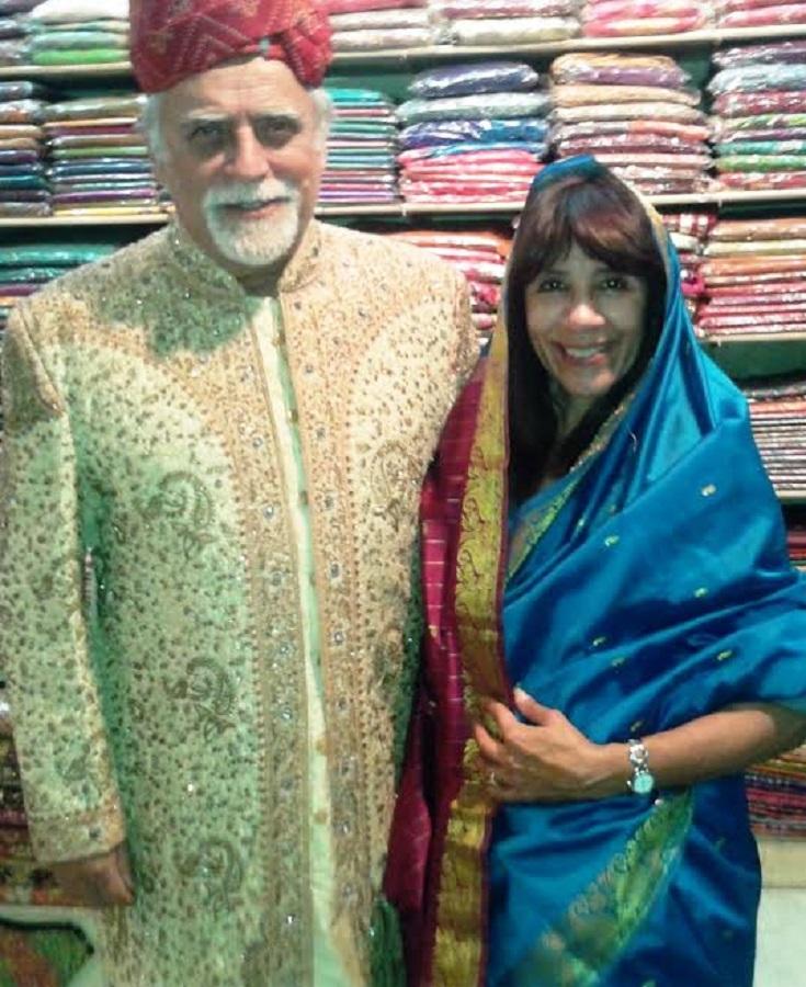 J. M. Villafaina y Lydia C. Salsedo, disfrazados en Jaipur (India) en una fiesta de Nochevieja en el hotel.