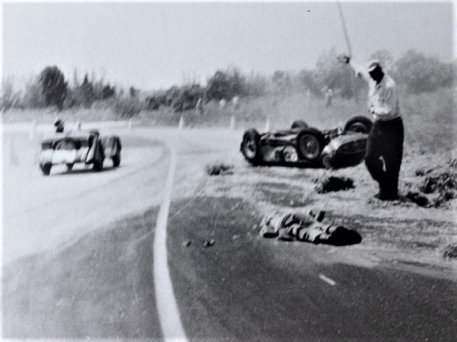 Menditeguy en el asfalto después de un accidente.