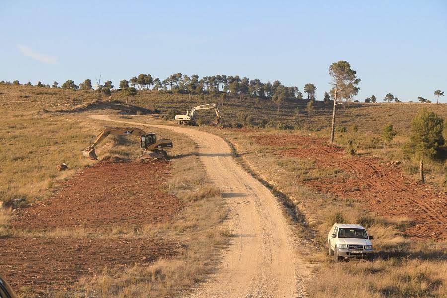 Alteración de la superficie del suelo por la construcción de una carretera rural. Artemi CerdàImaggeo