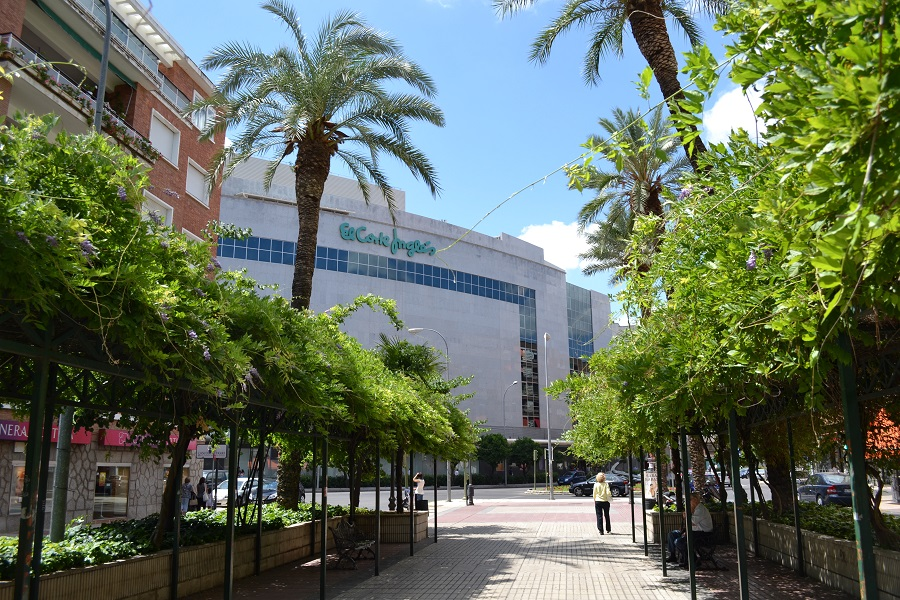 Bulevar de la avenida de Huelva. J.M. PAGADOR