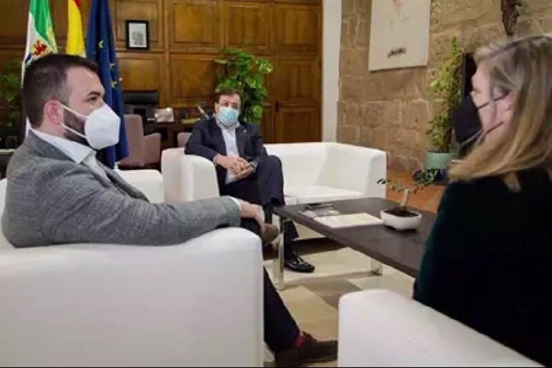 El alcalde de Cáceres, gran opositor a la mina, también asistió. JUNTAEX