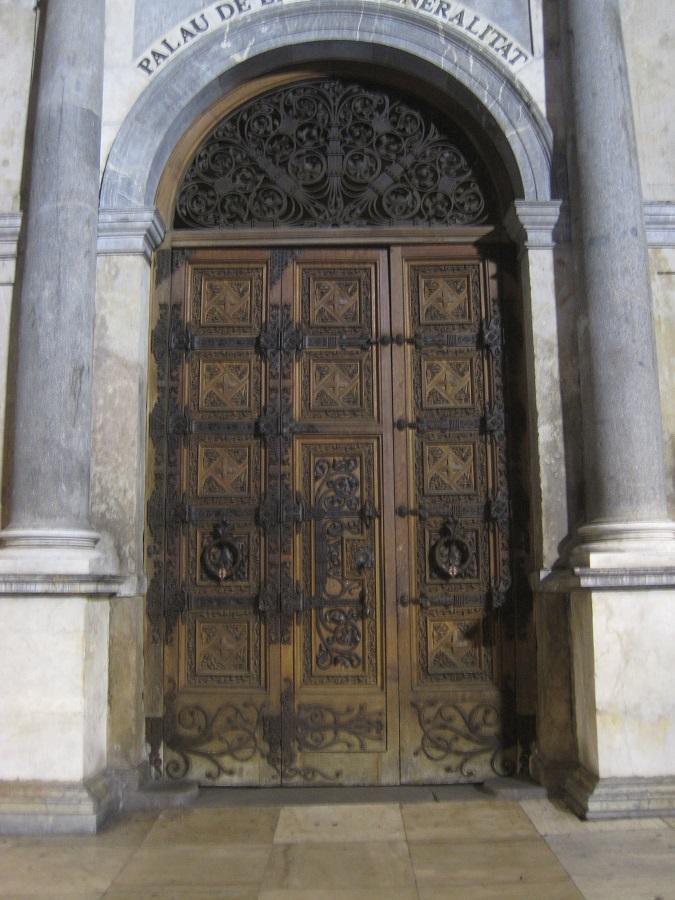 La puerta cerrada del Palau de la Generalitat es el símbolo de la parálisis que sufre Cataluña. PROPRONews