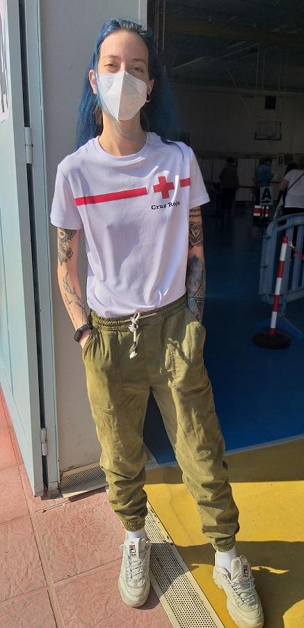 Sandra, voluntaria de Cruz Roja. Su papel también es importante. J.M. PAGADOR
