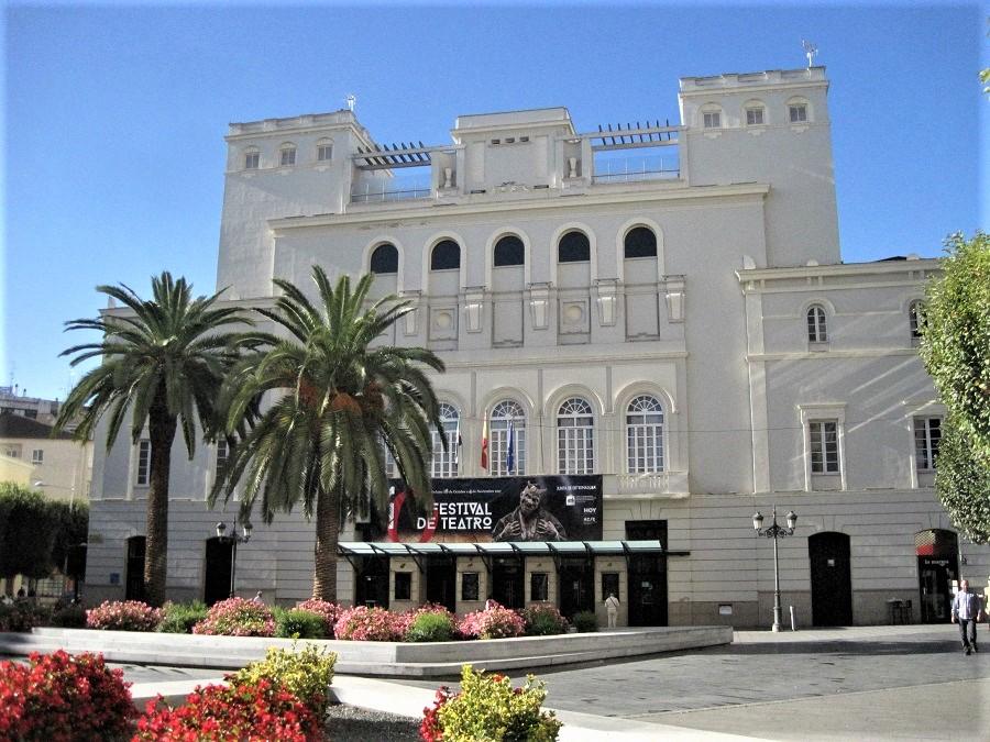 Teatro López de Ayala, salvado gracias a la acción conjunta del periodista y de José Manuel Villafaina. J.M. PAGADOR
