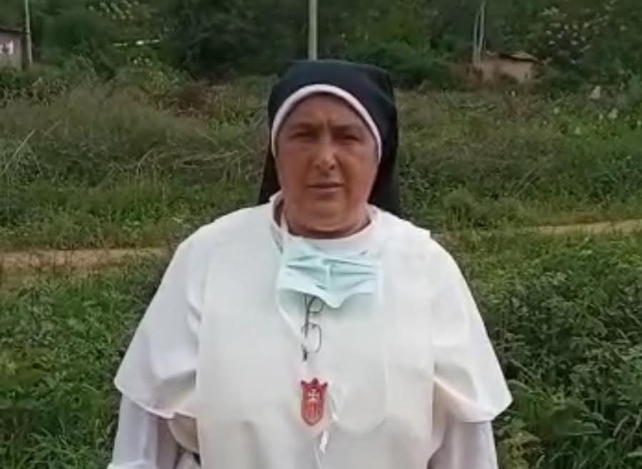 Una monja entregada a los demás.
