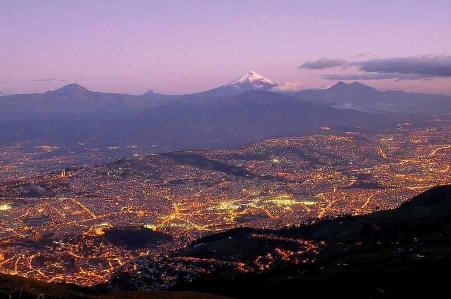 Vista de Quito (Ecuador). Martin MergiliImaggeo
