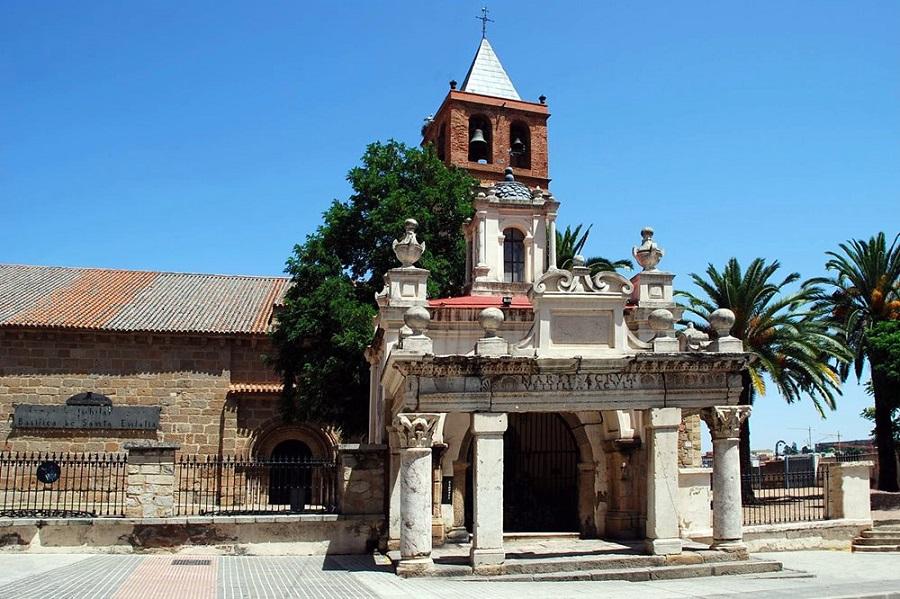 Basílica de Santa Eulalia, probable sede de la escuela de medicina emeritense. INSPAIN
