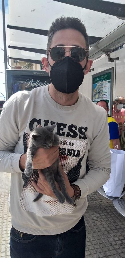 Jose, con uno de sus gatos. J.M.PAGADOR