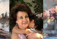 La pintora, con una de sus nietas entre fragmentos de dos de sus obras, toda transparencia.