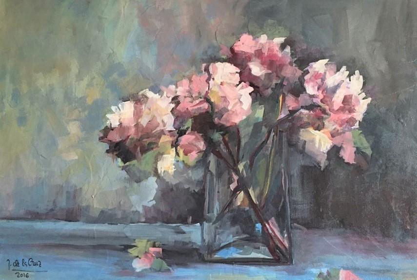 Pintando flores Julita de la Cruz alcanza una singular maestría.