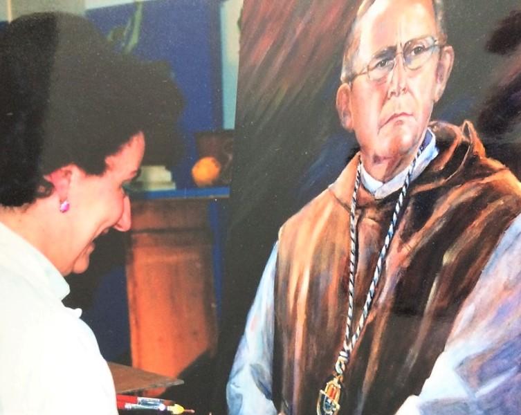 Realizando el gran retrato de fray Francisco de Andrés, prior de Yuste y amigo de la artista.