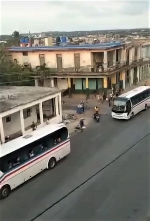 Empiezan a llegar los refuerzos en modernos autobuses.