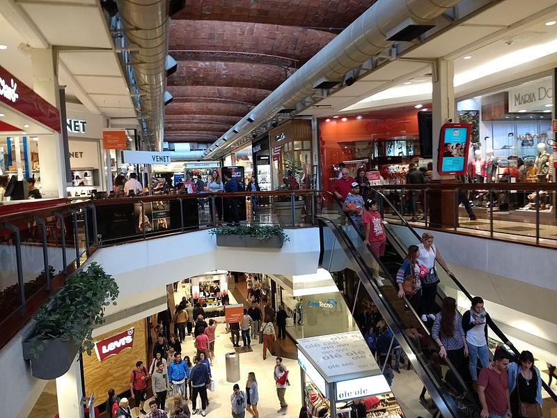 Centro comercial de Dieste en Montevideo, con su célebre bóveda. WIKIPEDIA