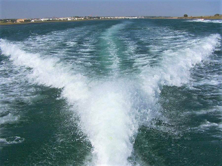 Navegando por aguas de Tavira, el amado paraíso de Manel. J.M. PAGADOR