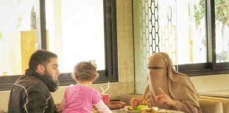 Una escena habitual en cualquier país árabe. ELISA BLÁZQUEZ