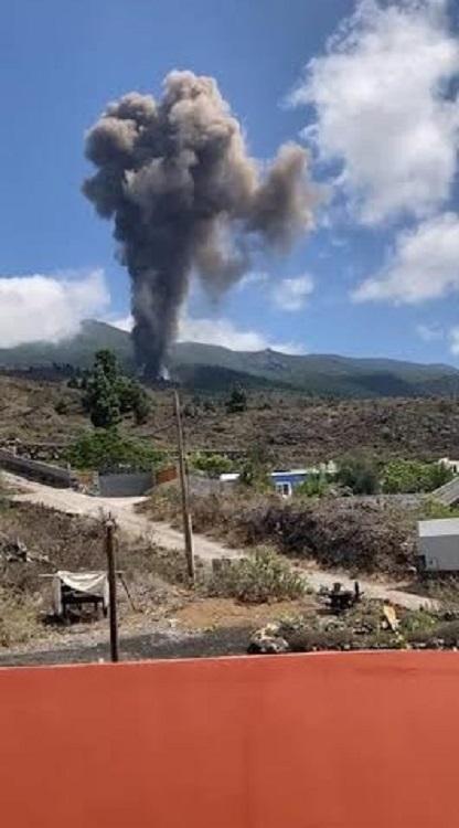 Algunas explosiones volcánicas se están produciendo cerca de zona habitada.