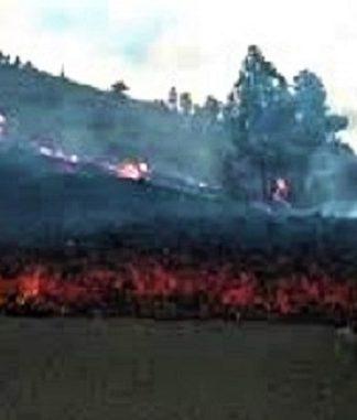 Columnas de magma cortan ya alguna carretera.