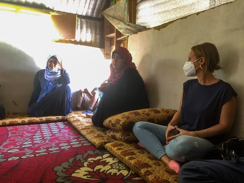Con mujeres de uno de los campos. Ellas son las que más aguantan.