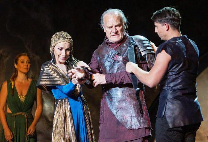Dos grandes actores, Ana Belén y LLuis Homar, en 'Antonio y Cleopatra', espectáculo triunfador. JUNTAEX