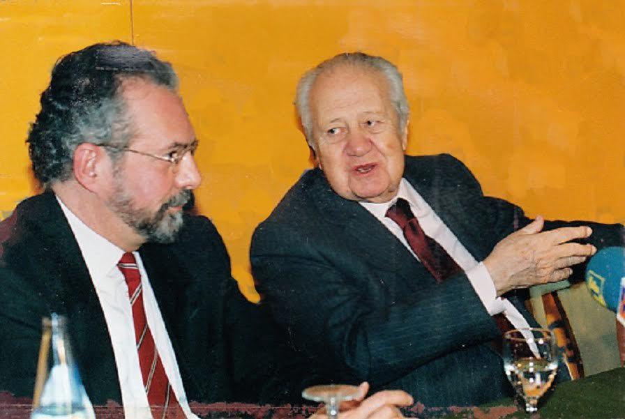 El periodista siempre ha estado cerca de Portugal y los portugueses. Aquí, con el presidente Mario Soares. ARCHIVO J.M.P.