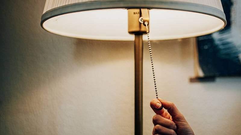 Grave crisis por la astronómica subida del precio de la luz. RTVE