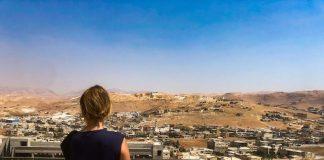 La cooperante, en Líbano, un país devastado.