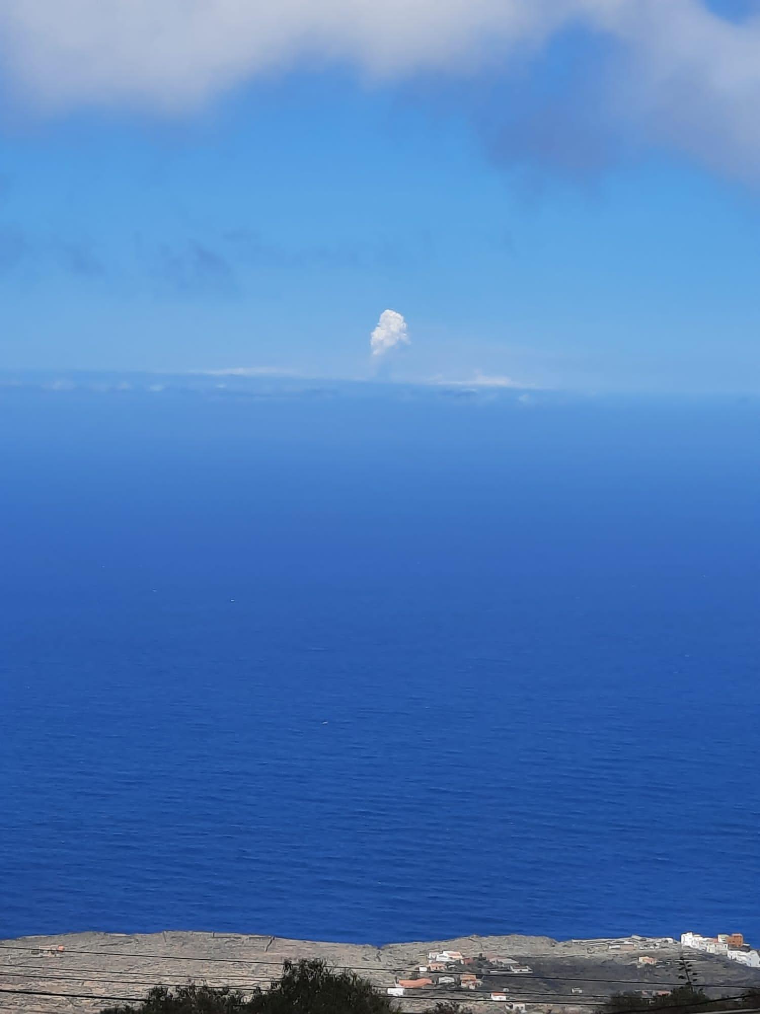 La erupción desde la isla de El Hierro.